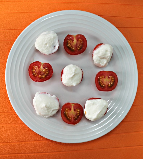 Ricotta On Cherry Tomatoes – The Perfect Low Carb Healthy Snack