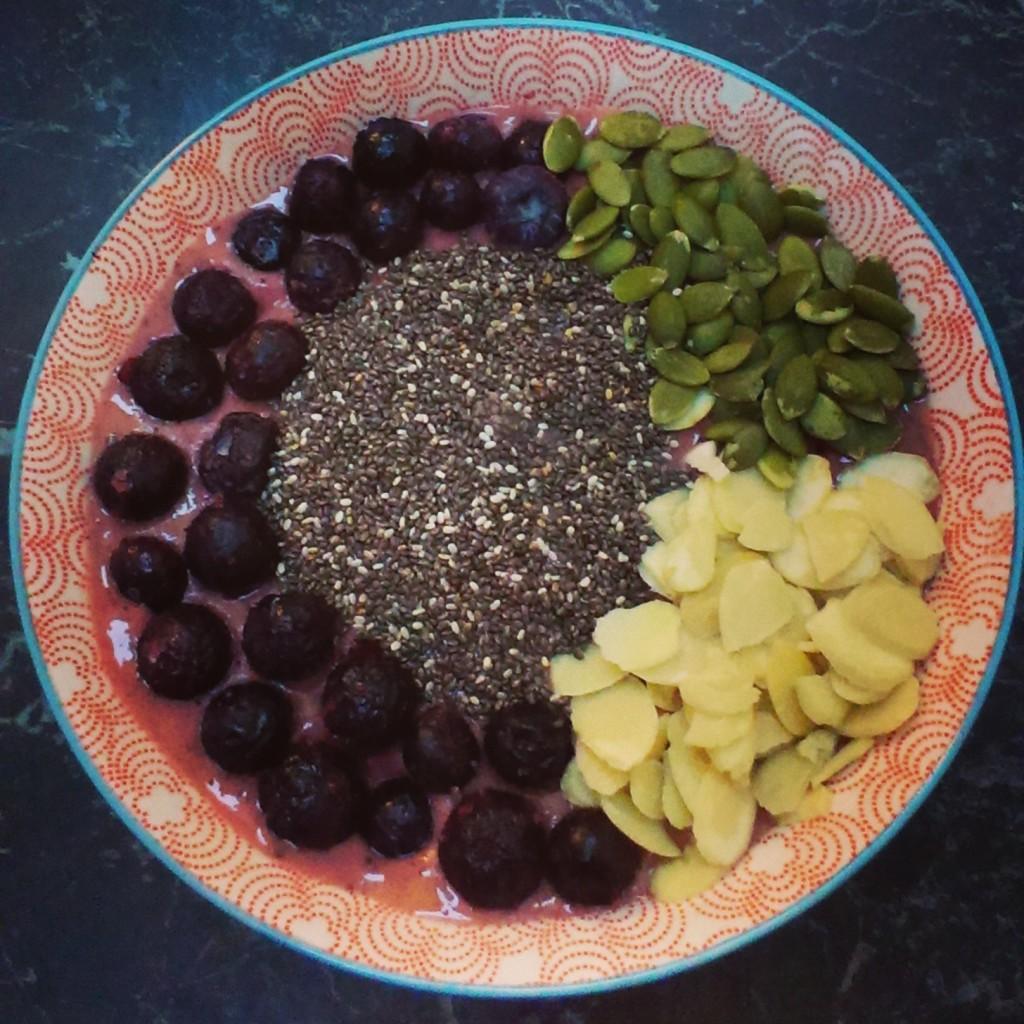 Berry Smoothie Bowl Recipe (Dairy Free)
