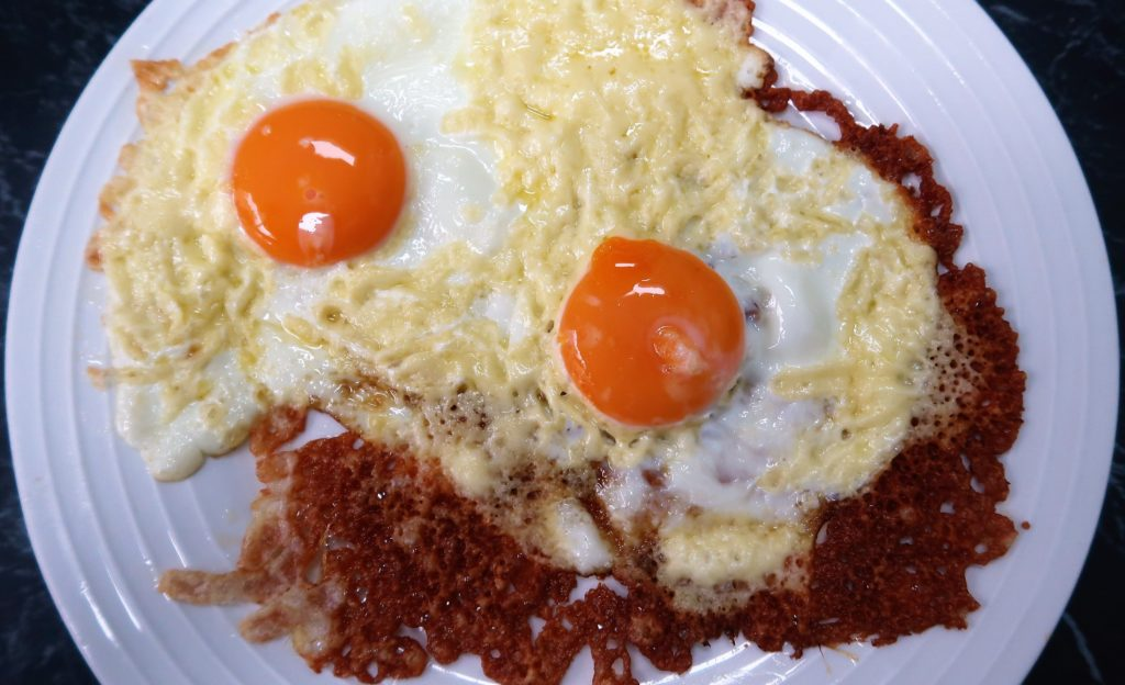 Crispy Cheese Fried Eggs Recipe & Video Tutorial plus a full day of low carb, keto diet eating.