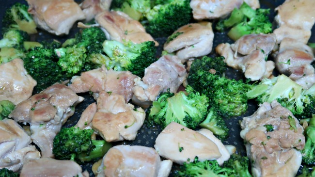 Broccoli & Chicken Stir Fry Recipe - Low Carb, Keto & Paleo friendly easy stir fry recipe with a healthy, clean sauce. The perfect weeknight dinner idea.